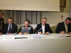 Il ministro Graziano Delrio accanto al sindaco di Ancona, Valeria Mancinelli e al presidente regionale, Luca Ceriscioli