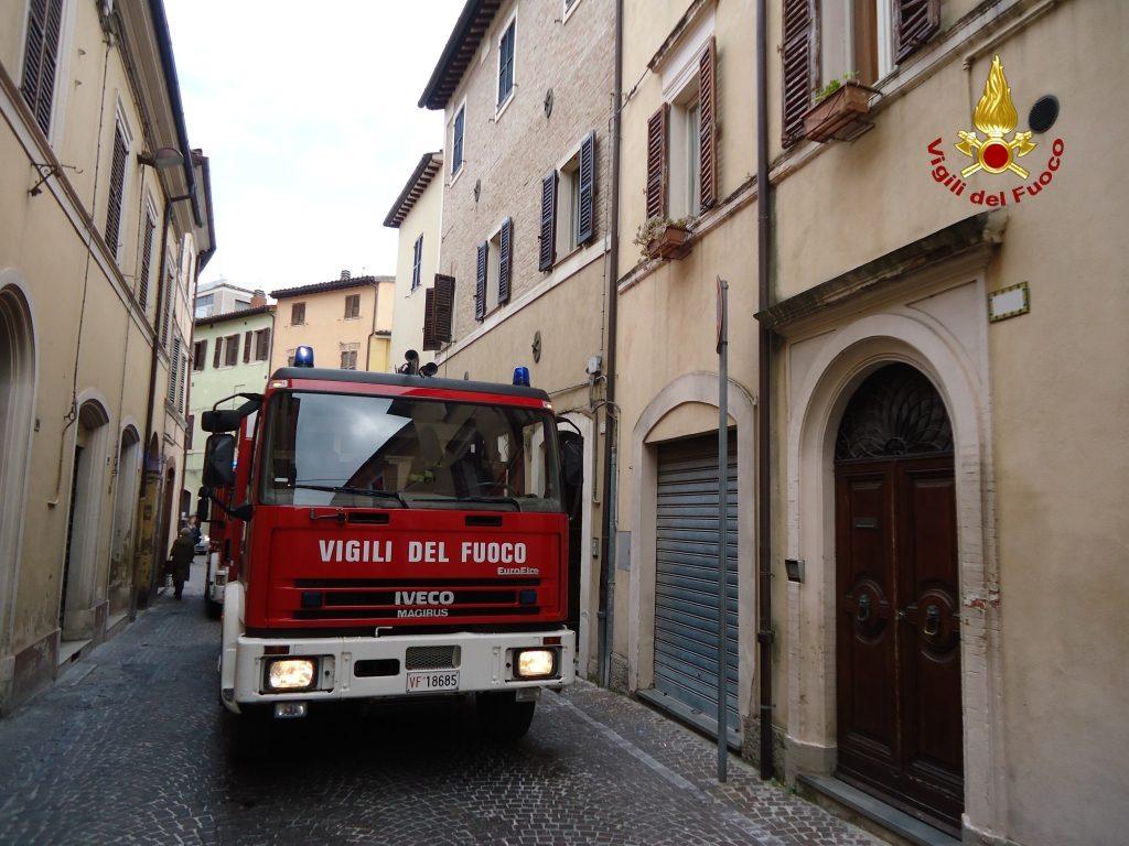 I vigili del fuoco in via Cialdini