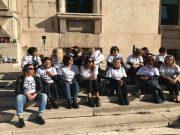 Il sit-in dei parenti delle vittime di Rigopiano. C'è anche la mamma di Dino Di Michelangelo (seduta, la seconda da destra)