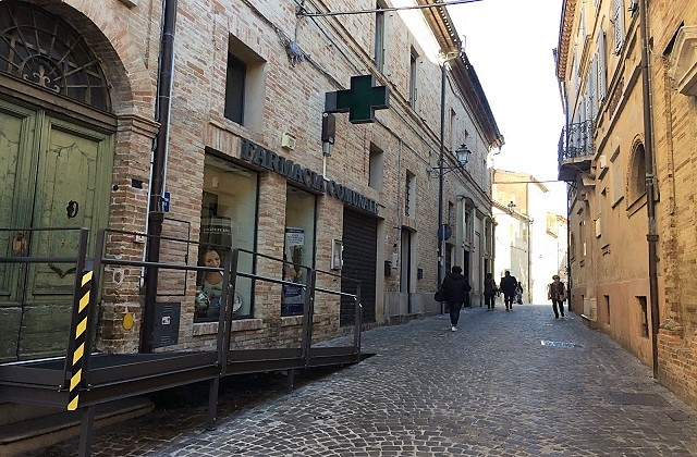 La farmacia del centro di Castelfidardo