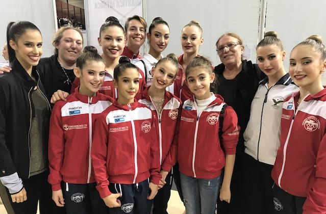 Il gruppo della Ginnastica Fabriano con le atlete campionesse italiane, le allenatrici e alcune azzurre uscite dal vivaio della società