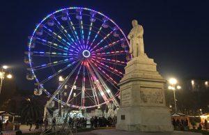 La ruota panoramica in piazza Cavour