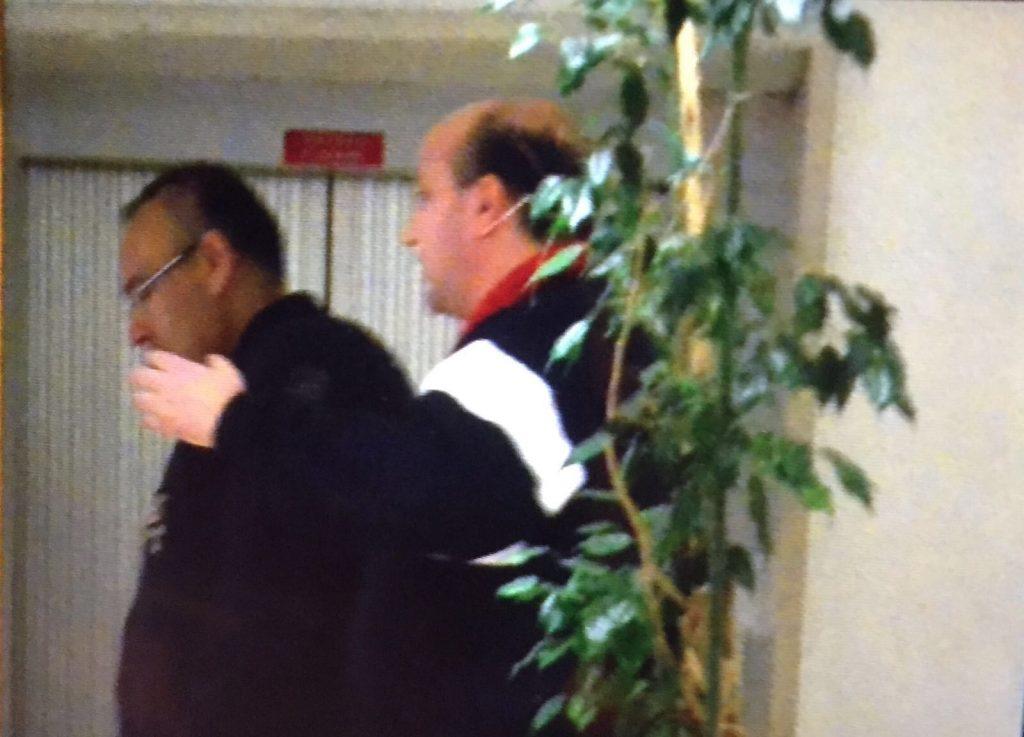 A destra il figlio nella caserma dei carabinieri