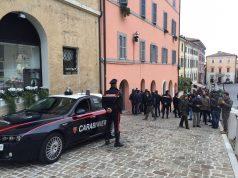 Folla di giornalisti in piazza del Papa per l'arrivo dei Ris