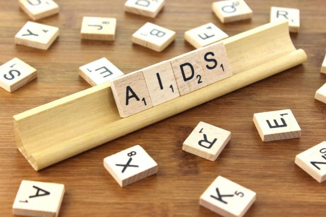 """Giornata mondiale contro l'Aids: in diretta streaming  """"Virus Versus Virus"""""""