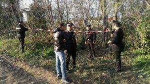 Il maresciallo Giuseppe Losito della Compagnia dei carabinieri di Tolentino sul luogo del ritrovamento del cadavere