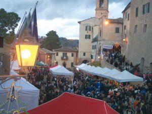 I mercatini natalizi a Castelbellino (foto d'archivio)