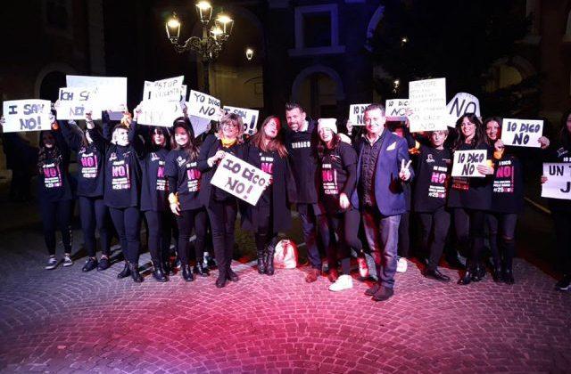 """Senigallia, in piazza si balla per dire """"No alla Violenza"""""""
