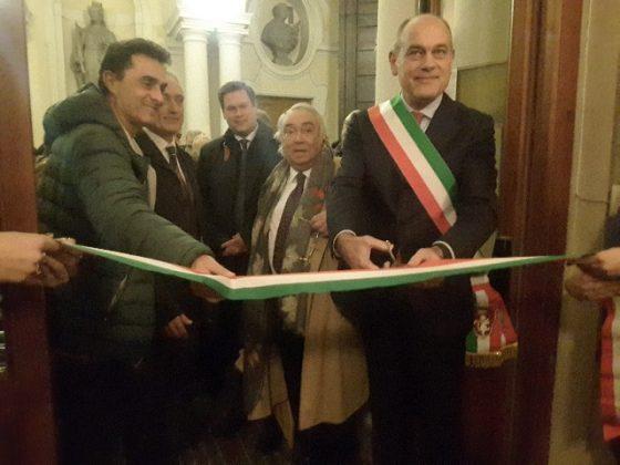 Taglio del nastro con il sindaco Massimo Bacci, Moreno Pieroni, Luca Butini, Peter Aufreitzer, Gennaro Pieralisi