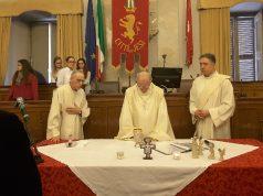 Un momento della celebrazione eucaristica officiata dal vescovo Gerardo Rocconi