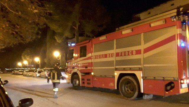 L'intervento dei Vigili del Fuoco in viale Cavallotti a Jesi
