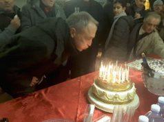 L'assessore Luca Butini spegne le candeline della torta dedicata a Federico II