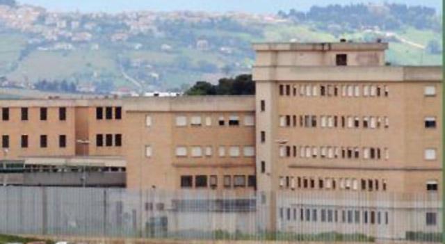 Ancona, mogli di detenuti scrivono al tribunale: «C'è rischio contagi, che il carcere non sia la loro tomba»