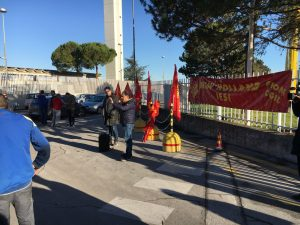 Un momento dello sciopero allo stabilimento jesino