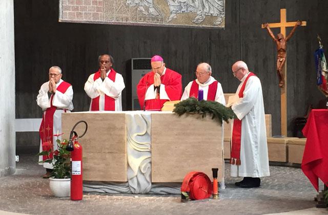 http://www.centropagina.it/wp-content/uploads/2017/12/Mons.-Angelo-Spina-al-centro-celebra-la-messa.jpg