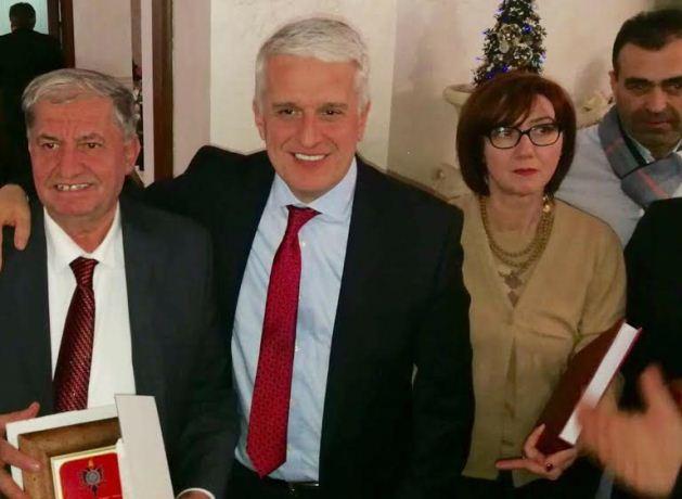 L'importante riconoscimento che il governo albanese ha donato all'Associazione Aquila