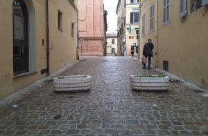 Fioriere in via Mazzini