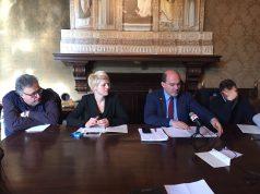 Da sinistra, assessore alla Sanità Daniele Bernardini, l'assessore alla Sanità Annalisa Pagliarecci e il sindaco Simone Pugnaloni
