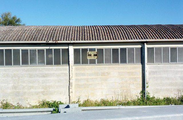 capannone con tetto in amianto
