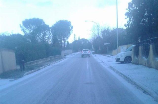 Il ghiaccio in strada