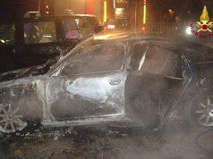 Auto a fuoco a Senigallia, vigili del fuoco domano l'incendio
