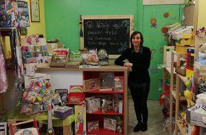 Laura Pierpaoli, titolare del negozio di giochi Peter Pan a Senigallia