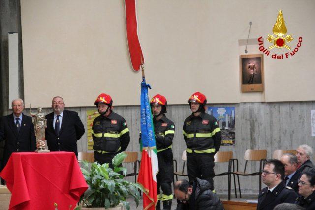 http://www.centropagina.it/wp-content/uploads/2017/12/santa-barbara-vigili-del-fuoco3-e1512419832594.jpg
