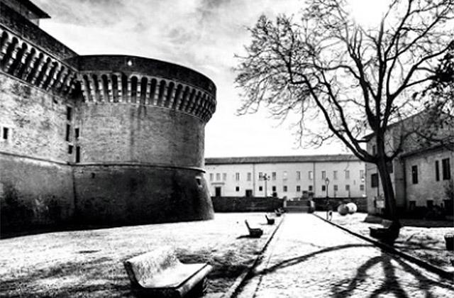 Senigallia e la fotografia:scatti sotto i Portici Ercolani, libro fotografico sotto l'area archeologica