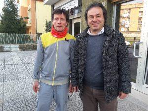 Il titolare del distributore Eni di via XX Luglio, Luciano Montesi, con Andrea Pieralisi