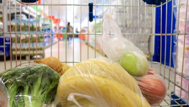 Spesa, farmaci e pasti a casa per 94 famiglie di Falconara. Ma continuano le denunce