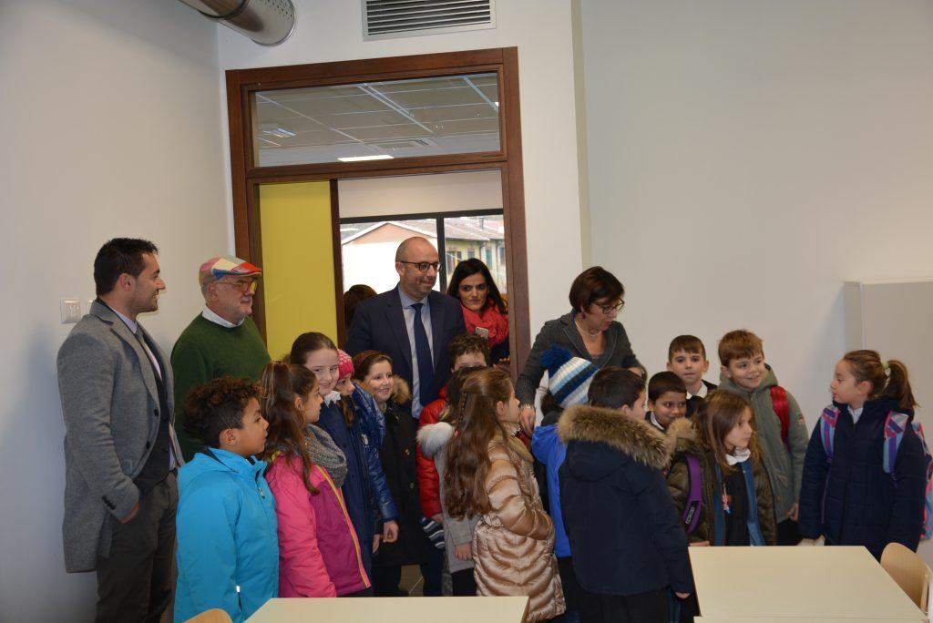 Gli alunni nella nuova scuola di Pieve Torina