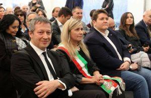 Il sindaco Sabrina Sartini tra l'on. Lodolini e il vice Claudio D'Angelo