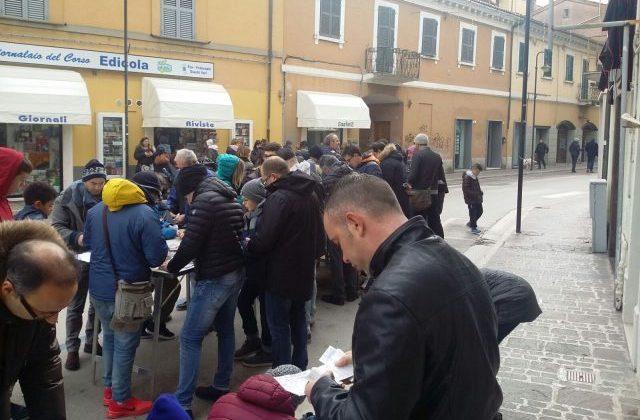 Lo scambio di figurine per il corso di Chiaravalle la domenica mattina