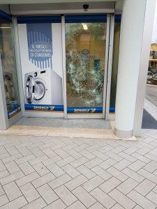 La vetrata sfondata