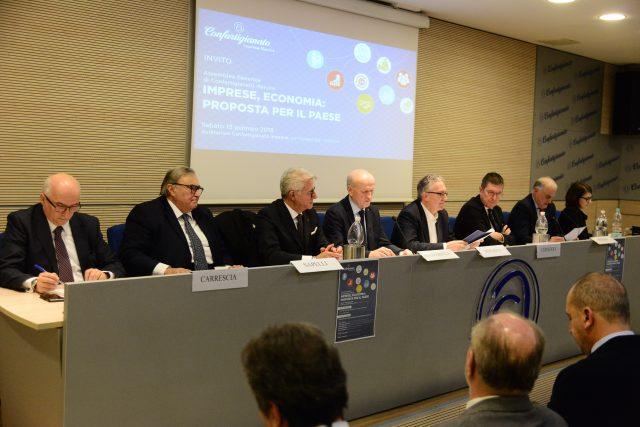 Il tavolo dei relatori al summit di Confartigianato Marche che si è tenuto ad Ancona
