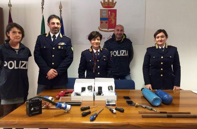 l capo della Digos (da destra) Margherita Furcolo, Cinzia Nicolini capo delle Volanti e il capo della Polmare Stefano Santiloni