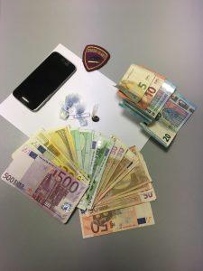 I soldi e la droga sequestrati a Collemarino
