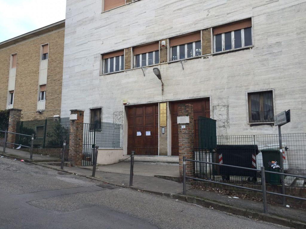 L'ingresso del Centro Giovanile di via Marchetti