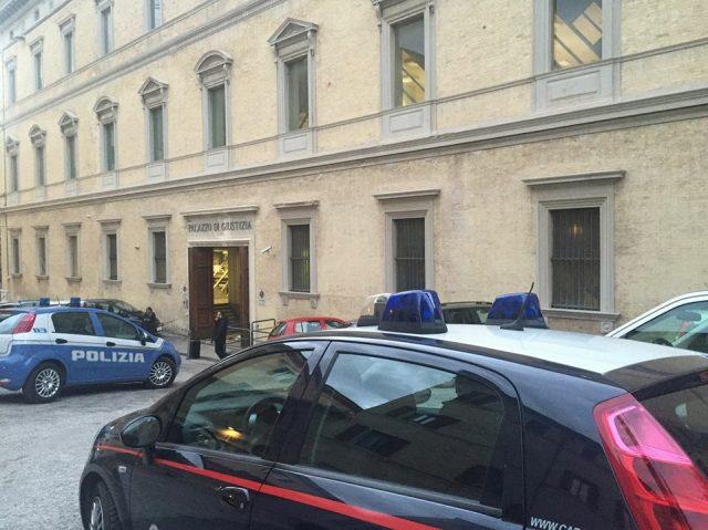 Schiaffi ai carabinieri per non far entrare l 39 ufficiale - Ufficiale giudiziario pignoramento ...
