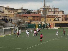 Mischia su calcio d'angolo al Bianchelli tra Fc Vigor Senigallia e Olimpia Marzocca