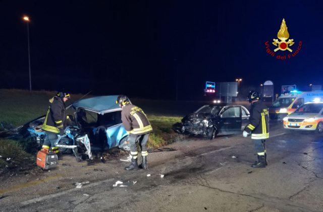 Le auto distrutte. L'incidente è avvenuto nella notte a Jesi