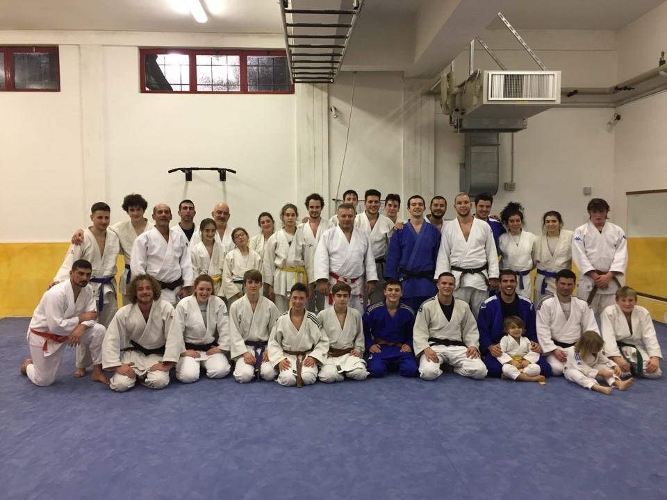 Il gruppo dei partecipanti al Kan Geiko del Samurai Club