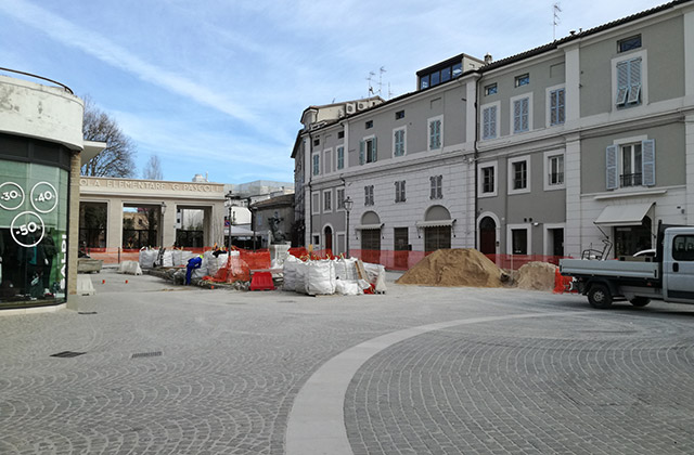 Ancora una settimana di lavori pubblici in piazza Saffi, cuore storico di Senigallia