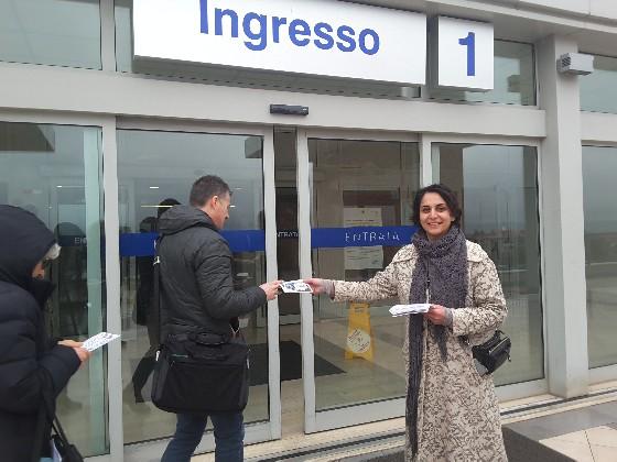 Presidio davanti ospedale Carlo Urbani