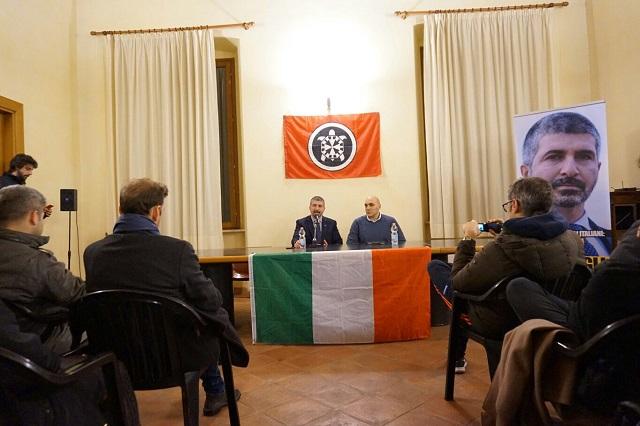 Il segretario nazionale di CasaPound Simone Di Stefano e il candidato Emanuele Mazzieri (Foto: CasaPound)