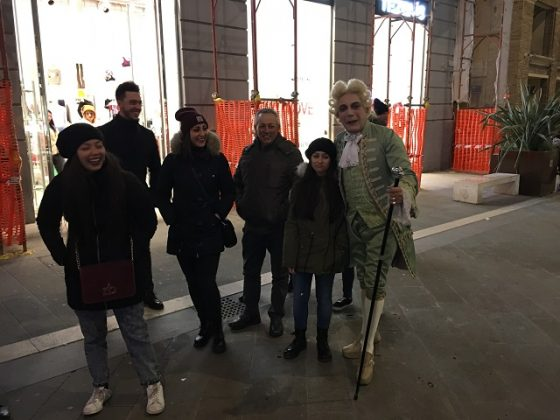 Foto di Giacomo Casanova con i passanti