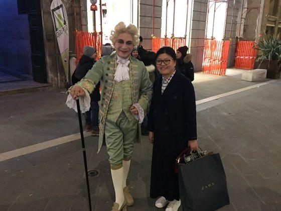 Giacomo Casanova fermato dai passanti
