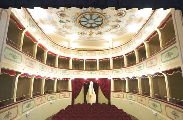 Apiro: la scuola di teatro di Onisio compie dieci anni
