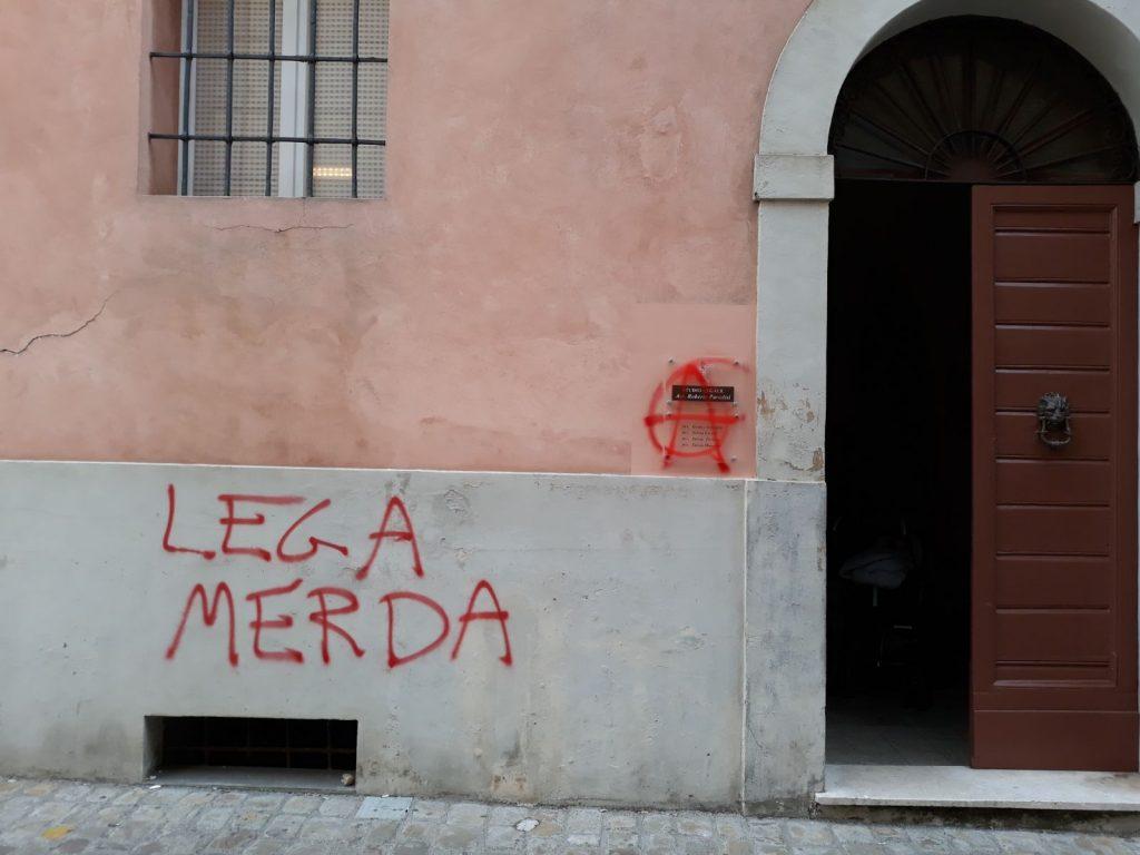 Il muro con le scritte