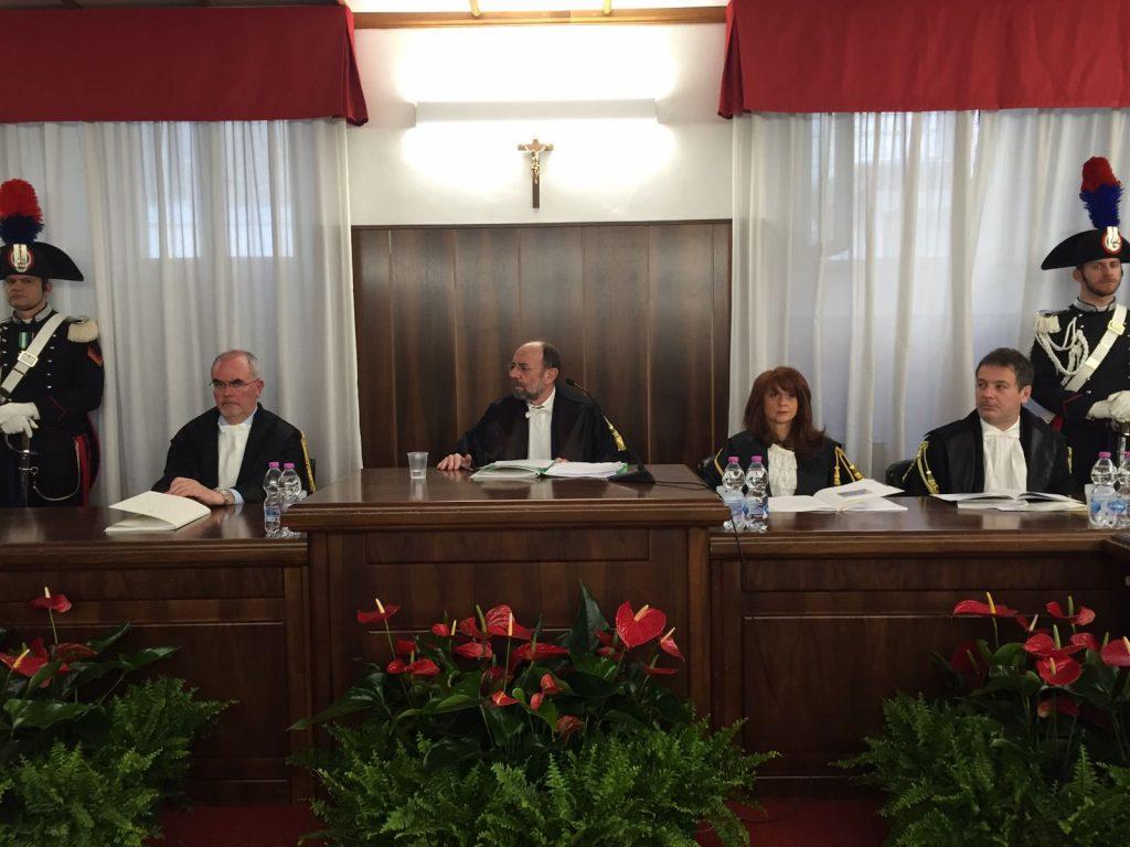 Il presidente della sezione giurisdizionale regionale della Corte dei Conti Vincenzo Maria Pergola (al centro)